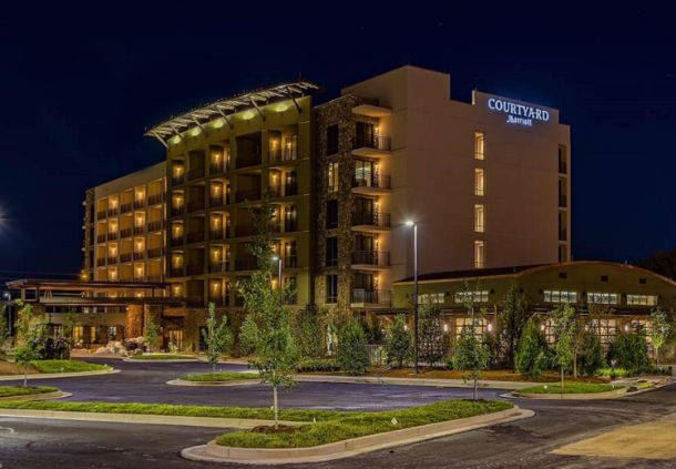 Courtyard by Marriott Pigeon Forge - 1