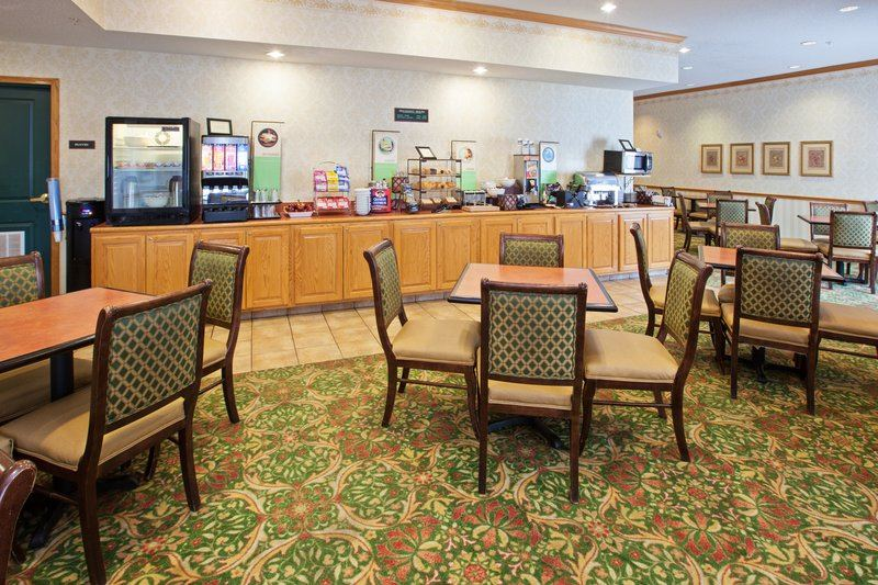 Country Inn and Suites By Carlson, Indianapolis Airport South - 2