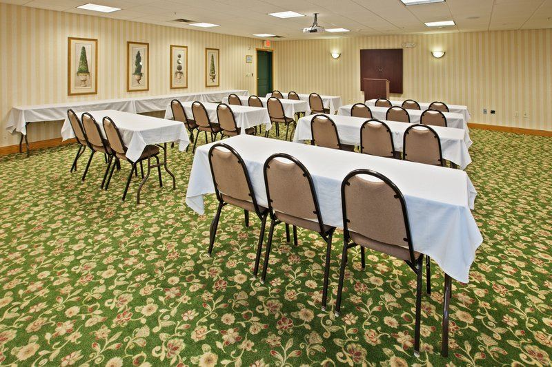 Country Inn and Suites By Carlson, Indianapolis Airport South - 3