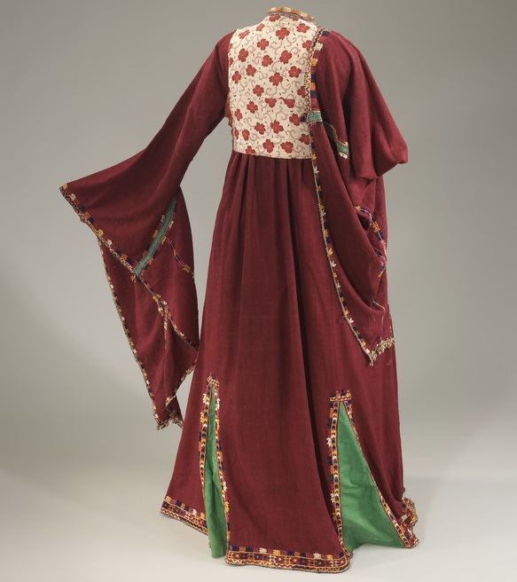 1930s Hand-spun Silk Wedding Dress, Image Credit: Mauro Magliani Courtesy of The Israel Museum, Jerusalem
