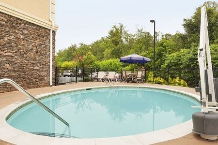 Country Inn and Suites Asheville West (Biltmore Estate) - 2