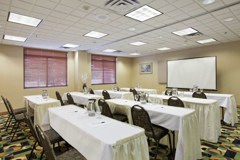 Country Inn and Suites by Carlson, Prospect Heights - 2