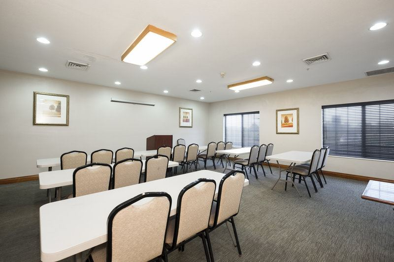 Country Inn and Suites by Carlson, Matteson - 4