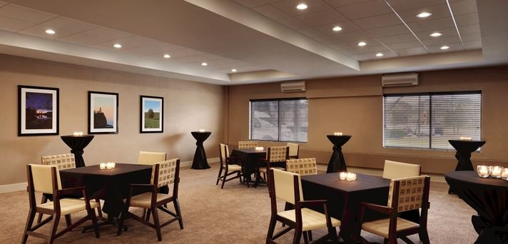 Embassy Suites by Hilton Milwaukee Brookfield - 5