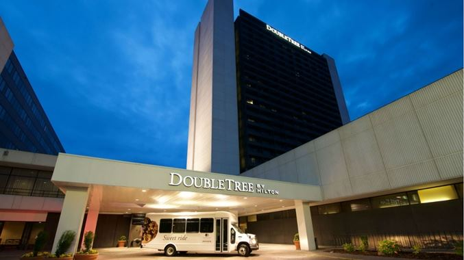 DoubleTree by Hilton Bloomington - 1