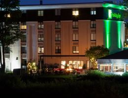 Holiday Inn Milwaukee Riverfront is a  World Class Wedding Venues Gold Member