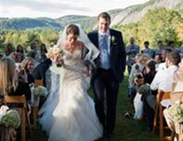 Lonesome Valley is a  World Class Wedding Venues Gold Member