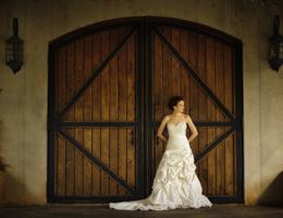 Victoria Valley Vineyards is a  World Class Wedding Venues Gold Member