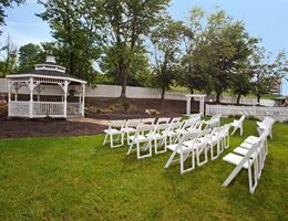 Doubletree by Hilton Hotel Pittsburgh - Meadow Lands is a  World Class Wedding Venues Gold Member
