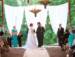 The Hide Away at Reed's Estate is a  World Class Wedding Venues Gold Member