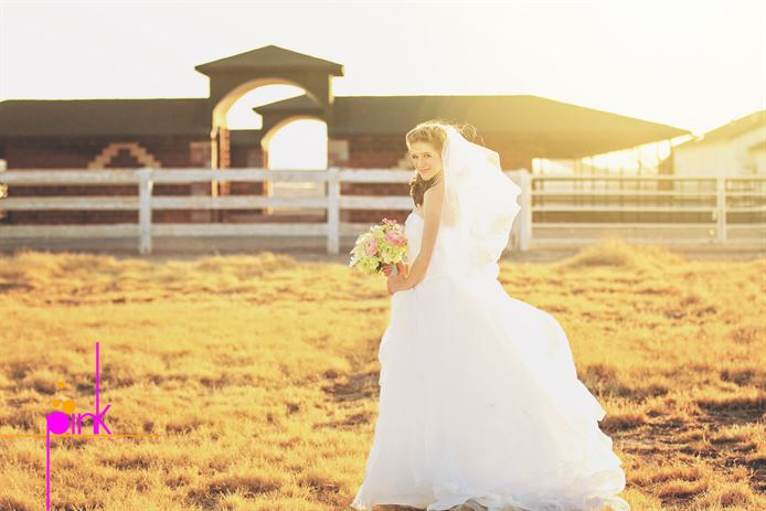 A Rustic, Serene and Trendy Vegas Wedding Venue | The Pink ...